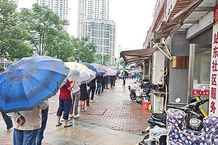Schlangestehen für einen Corona-Test in Wuhan (Mitte Mai). Foto: Tpg/TPG via ZUMA Press/dpa