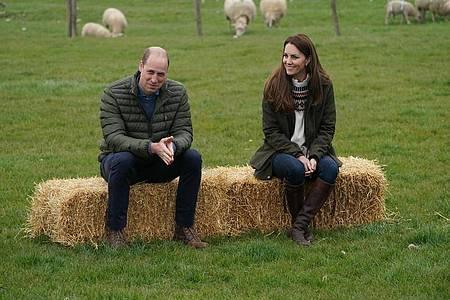 Immer unterwegs:Kurz vor ihrem 10. Hochzeitstag haben William und Kate die Manor Farm besucht. Foto: Owen Humphreys/PA Wire/dpa
