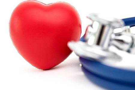 Aus Isreal wird von seltenen Fällen einer Herzmuskelentzündung in Verbindung mit einer der Corona-Impfung berichtet. Doch für Kinder mit Vorerkrankung ist das Risiko für Covid-19-Komplikationen wohl höher. Foto: Andrea Warnecke/dpa-tmn