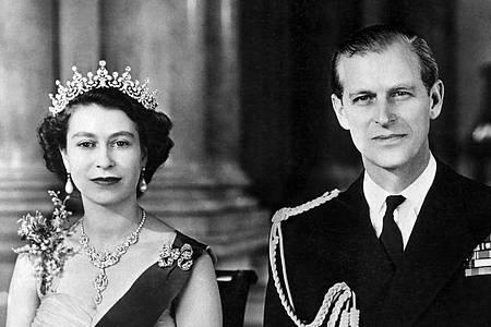 Queen Elizabeth II. und Prinz Philip sind seit mehr als 70 Jahren miteinander verheiratet. Foto: UPI INP/UPI/dpa