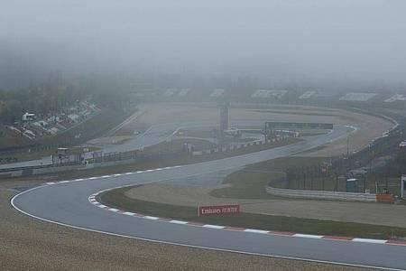Der erste Trainingstag auf der Nürburgring-Strecke wurde wegen des starken Regens abgesagt. Foto: Ronald Wittek/Pool EPA/AP/dpa