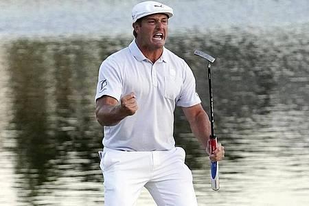 Bryson DeChambeau freut sich über seine Leistung in Florida. Foto: John Raoux/Archiv/AP/dpa