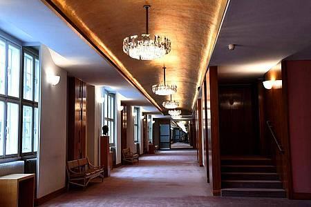 Das obere Pausenfoyer des Großen Festspielhauses, wo traditionell Aufführungen der Salzburger Festspiele zu sehen sind. Foto: Barbara Gindl/APA/dpa