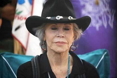 Jane Fonda in Clearwater County bei einer Gebetszeremonie als Vorbereitung auf die Protestaktion gegen die Ölpipeline. Foto: Alex Kormann/Star Tribune via AP/dpa