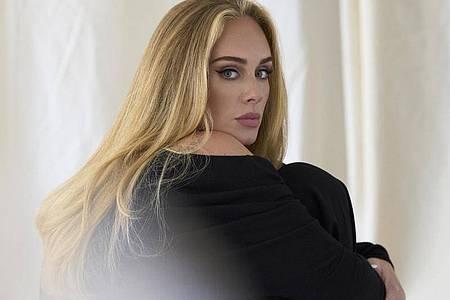Neuer Look: Adele ist wieder da. Foto: Simon Emmett/Columbia Records/PA Media/dpa