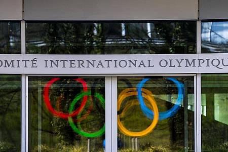Nach der Absage der Spiele in Tokio für 2020 muss das Internationale Olympische Komitee nun einen neuen Termin finden. Foto: Jean-Christophe Bott/KEYSTONE/dpa