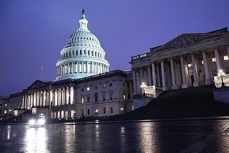 Das Capitol am frühen Montag: Der Senat hat Trump Kandidatin Barrett für das Oberste Gericht bestätigt. Foto: J. Scott Applewhite/AP/dpa