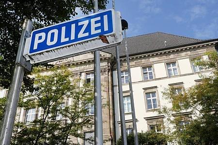 Gegen 25 Polizeibeamte des Polizeipräsidiums Essen wird ermittelt. Foto: Roland Weihrauch/dpa