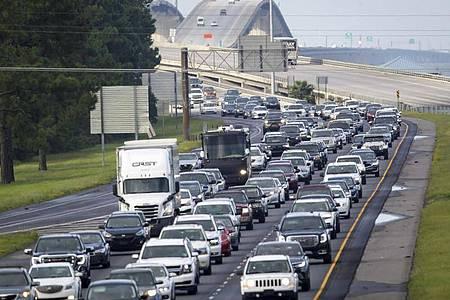 Die Interstate 10 an der Küste vonj Louisiana ist voll - Hurrikan «Ida» naht. Foto: Scott Threlkeld/The Times-Picayune/The New Orleans Advocate via AP/dpa
