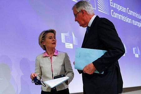 EU-Kommissionschefin Ursula von der Leyen und Chefunterhändler Michel Barnier. Foto: Francisco Seco/Pool AP/dpa