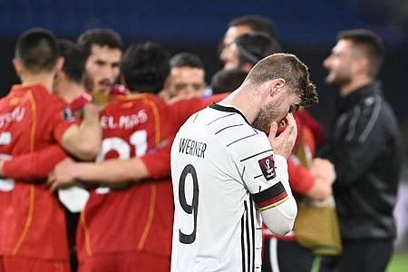 Timo Werner mag nach der DFB-Blamage gegen Nordmazedonien einfach nur wegsehen. Foto: Federico Gambarini/dpa