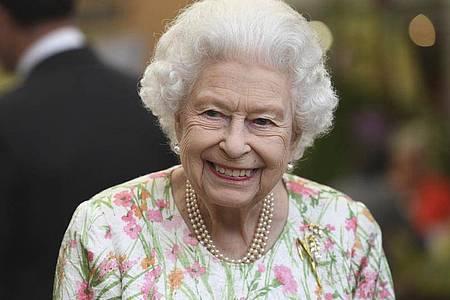 Gut gelaunt : Die britische Königin Elizabeth II. beim G7-Gipfel. Foto: Oli Scarff/Pool AFP/AP/dpa
