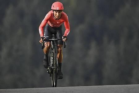 Äußerte sich nach der Razzia bei der Tour:Radsport-Star Nairo Quintana. Foto: Marco Bertorello/POOL AFP/AP/dpa