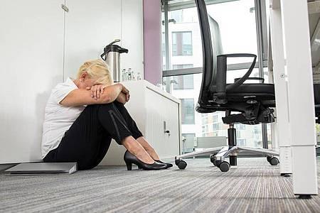 Auch häufige Abmahnungen können sich für Arbeitnehmer auf Dauer wie Mobbing anfühlen. Foto: Christin Klose/dpa-tmn