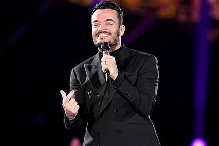 """Giovanni Zarrella steht bei der Show """"Schlagerchampions ? Das große Fest der Besten"""" auf der Bühne. Foto: Britta Pedersen/dpa-Zentralbild/dpa"""