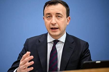 Paul Ziemiak (CDU)spricht bei einer Pressekonferenz. Foto: Britta Pedersen/dpa-Zentralbild/dpa