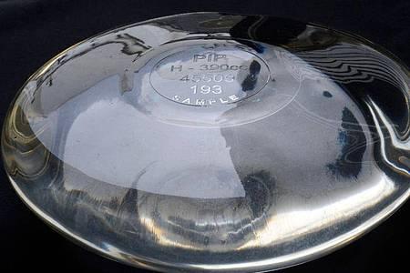 Im Skandal um minderwertige Brustimplantate des französischen Herstellers Poly Implant Prothèse (PIP) hat das Pariser Berufungsgericht die Verantwortung des TÜV Rheinland festgestellt. Foto: Gerard Julien/AFP/dpa