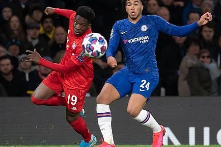 DER FC Bayern München kann das Achtelfinal-Rückspiel gegen den FC Chelsea in München bestreiten - ohne Zuschauer. Foto: Sven Hoppe/dpa