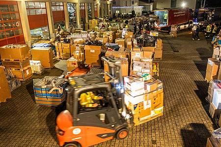 Nach einem Aufruf haben Feuerwehren aus ganz Baden-Württemberg Sachspenden für die von einem schweren Erdbeben getroffene Region rund um die Stadt Petrinja gesammelt. Foto: Philipp von Ditfurth/dpa