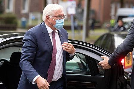 Bundespräsident Frank-Walter Steinmeier hat sich wegen einer Corona-Infektion in seinem Umfeld in Quarantäne begeben. Foto: Bernd Thissen/dpa