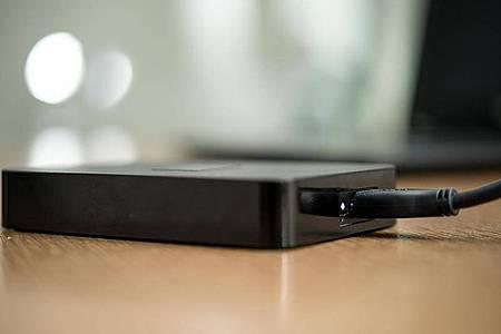 Datensicherung ist kein Backup:Auf die externe Festplatte (Bild) sollte man zumindest für die wichtigsten Daten nicht verzichten. Foto: Henrik Josef Boerger/dpa-tmn