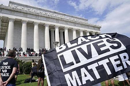 Demonstranten beim 57. Jahrestag der «I Have A Dream»-Rede von Martin Luther King in Washington. Foto: Susan Walsh/AP/dpa