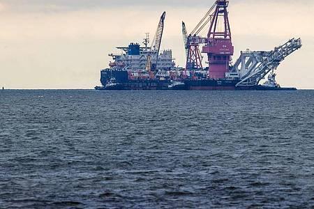 Das russische Rohr-Verlegeschiff «Fortuna» soll aus den USA mit Sanktionen verhängt werden. Foto: Jens Büttner/dpa-Zentralbild/dpa