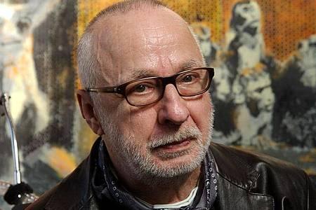 Der Künstler Jörg Immendorff in seinem Atelier. 14 Jahre nach seinem Tod gibt es immer noch Steit um sein Erbe. Foto: Horst Ossinger/dpa