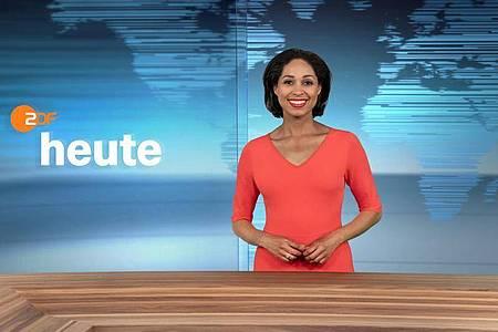 Jana Pareigis im neugestalteten Studio der ZDF-Nachrichtensendung «heute». Foto: Jana Kay, Corporate Design/ZDF/dpa