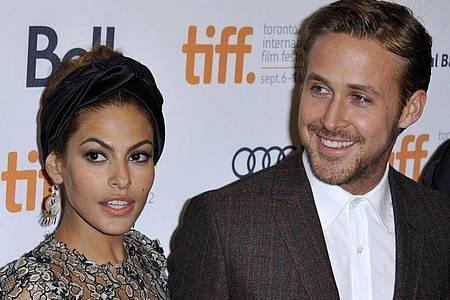 Eva Mendes und Ryan Gosling begrüßen ein neues Familien-Mitglied: Dobermann-Welpe Lucho. Foto: Warren Toda/EPA