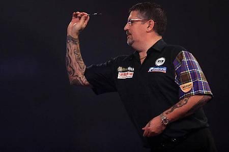 Der schottische Darts-Spieler Gary Anderson in Aktion. Foto: Adam Davy/PA Wire/dpa/Archiv