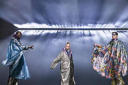 Beim Fashion Open Studio x MBFW präsentierte sich das Label #Damur. Foto: Jens Kalaene/dpa-Zentralbild/dpa