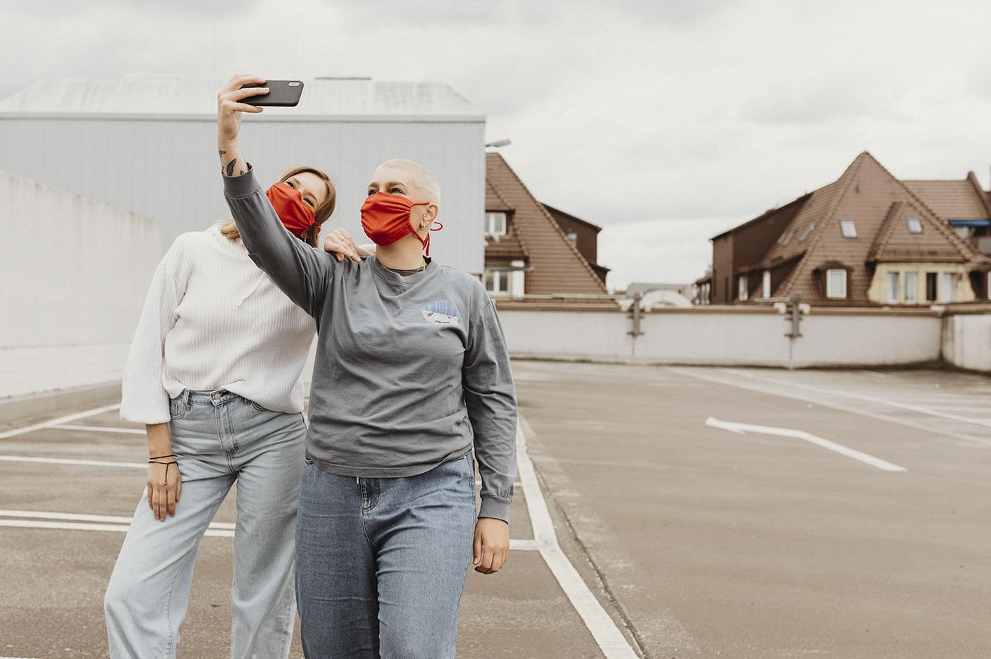 Masken_Freunde_Selfie_1