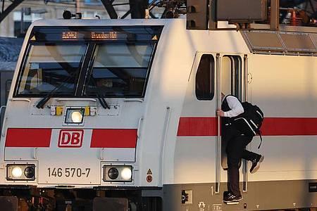 Die Gewerkschaft Deutscher Lokomotivführer (GDL) ruft zu einer dritten Streikwelle auf. Foto: Oliver Berg/dpa