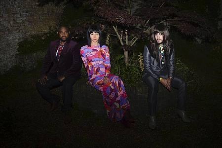 Let`s Dance:Laura Lee, Donald «DJ» Johnson (l) und Mark Speer sind Khruangbin. Foto: Tamsin Isaacs/Cargo Records /dpa