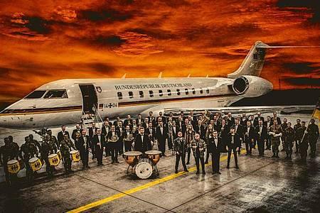 Außergewöhnliches Zusammentreffen:U.D.O. & Das Musikkorps der Bundeswehr. Foto: Andreas Bachmann/dpa