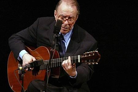 Der brasilianische Komponist Joao Gilberto 2004 in der Carnegie Hall. Foto: Mary Altaffer/AP/dpa
