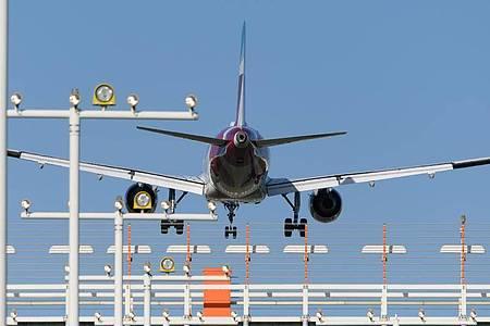 Das Flugzeug vom Typ Airbus A320 war in Zypern gestartet undauf dem Weg nach Zürich. Foto: Robert Michael/dpa/Symbolbild