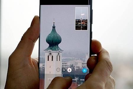 Schon der Vorgänger Galaxy S20 Ultra (im Bild) konnte gute Zoom-Fotos schießen. Auch das S21 Ultra verspricht bis zu 100-fachen Zoom. Foto: Till Simon Nagel/dpa-tmn