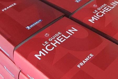 """Der """"Le Guide Michelin"""" vergibt trotz der Corona-Krise Sterne für Frankreichs Spitzenrestaurants. Foto: Christian Böhmer/dpa"""