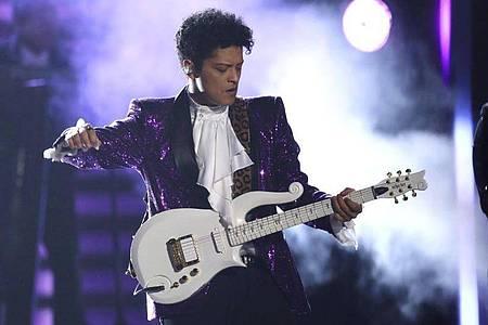 Bruno Mars bei der 59. Verleihung der Grammy Awards. Foto: Matt Sayles/Invision/AP/dpa