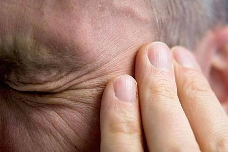 Migräneanfälle verursachen bei Betroffenen heftige, andauernde Kopfschmerzen. Foto: Andrea Warnecke/dpa-tmn