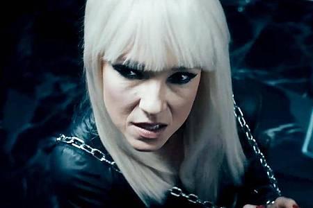 Carolin Kebekus tritt als «Lady Gender Gaga» auf. Foto: WDR/dpa