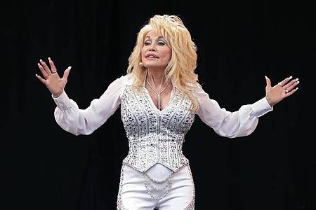 Country-Star Dolly Parton ist am Dienstag 75 geworden. Foto: Yui Mok/PA Wire/dpa