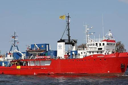Die «Sea-Eye 4» hatte bei ihrem zurückliegenden Einsatz im Mai nach eigenen Angaben 408 Bootsmigranten aus dem zentralen Mittelmeer gerettet. (Archivbild). Foto: Bernd Wüstneck/dpa-Zentralbild/dpa