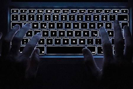 Immer wieder werden auch Abgeordnte des Deutschen Bundetags zumZiel von Cyberangriffen. Foto: Silas Stein/dpa