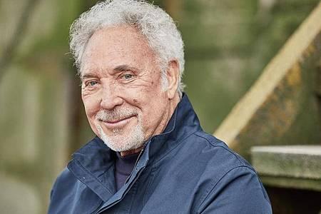 Der walisische Sänger Tom Jones. Der 80-Jährige hat nichts von seiner Stimmgewalt eingebüßt. Foto: EMI/Universal Music/dpa