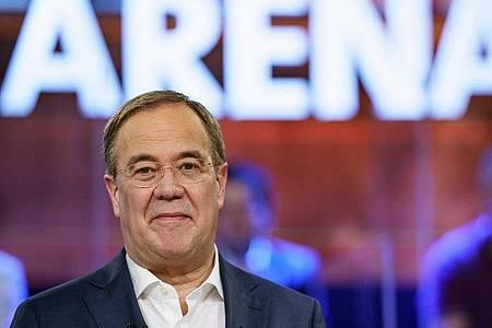 Armin Laschet steht in der ARD-Wahlarena in der Kulturwerft Gollan. Foto: Axel Heimken/dpa