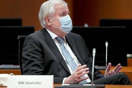Im Kampf gegen Terror und organisierte Kriminalität will auch Bundesinnenminister Horst Seehofer auf verschlüsselte Kommunikation zugreifen können. Foto: Michael Sohn/POOL AP/AP