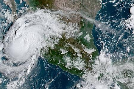 Der Sturm «Olaf» ist als Hurrikan der Stärke zwei in Mexiko auf Land getroffen. Foto: Uncredited/NOAA/dpa